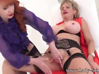 lesbian milf Enjoying An Skilful Clit Rub-down Upon White-hot - LadySonia